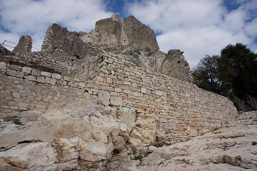 Замок Rocca di San Silvestro