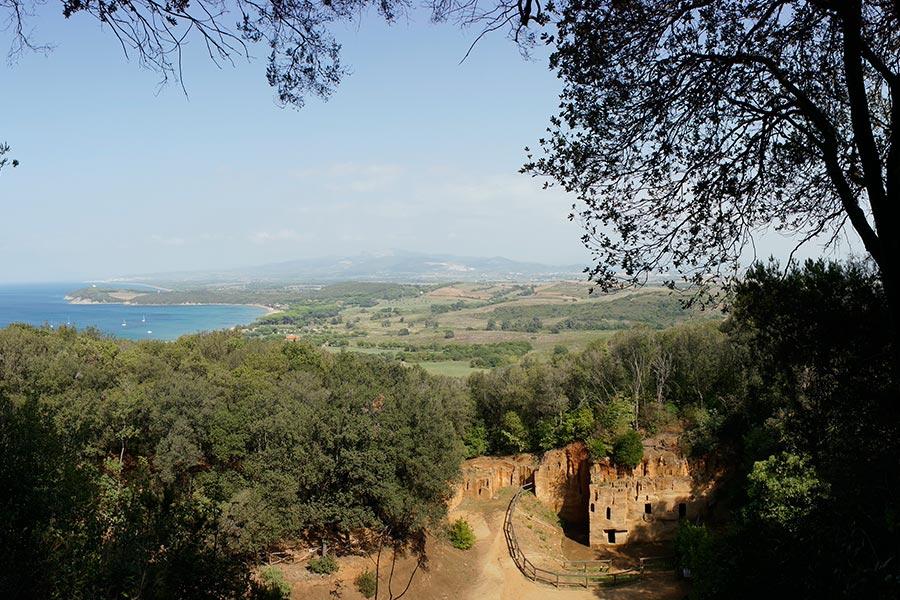 Этрусский некрополь и залив Баратти