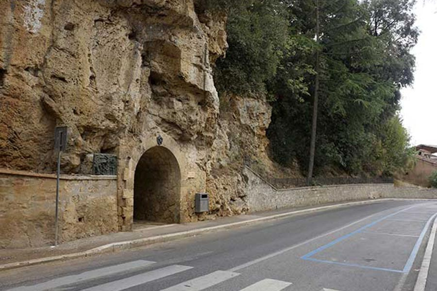 Масса-Маритима, вход в древнюю штольню