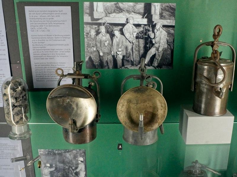 Коллекция горняцких ламп.