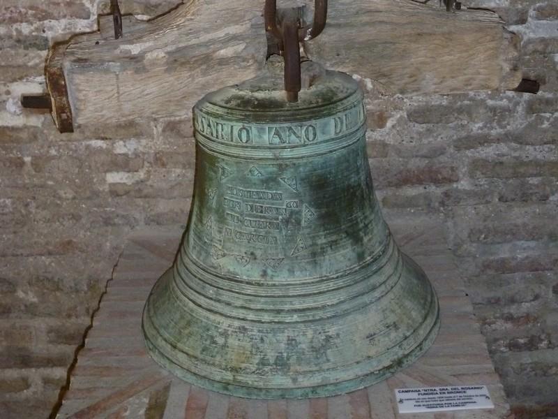 Бронзовый колокол.