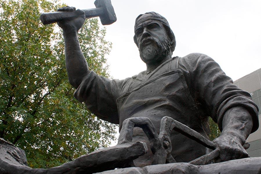 Памятник мастеровым Выксы