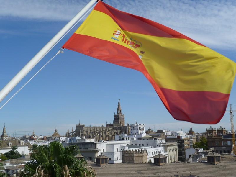 Вид на Севильский собор - крупнейший в Европе.
