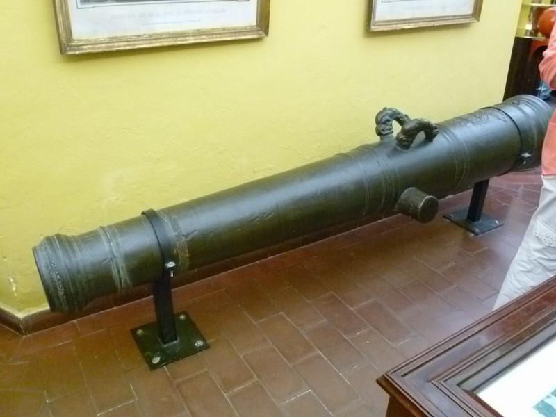 Бронзовое орудие 16-го века.