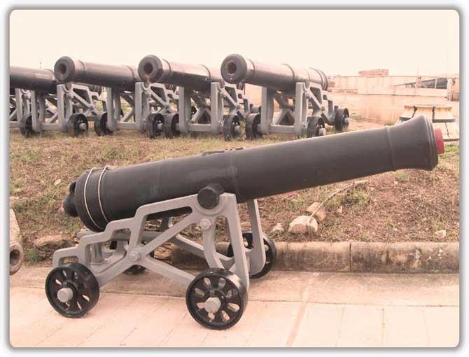 Отреставрированные чугунные пушки 18-го века