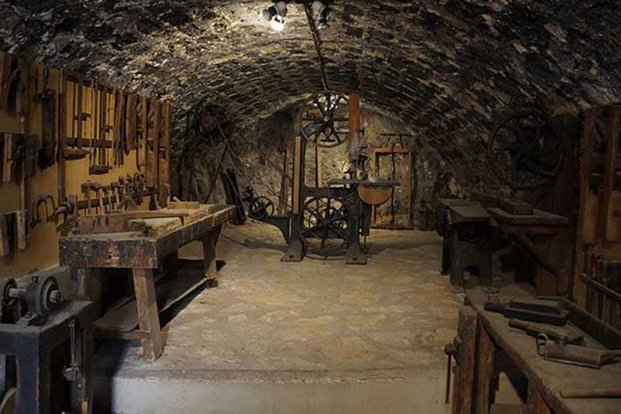 Слесарная мастерская XVI-го века