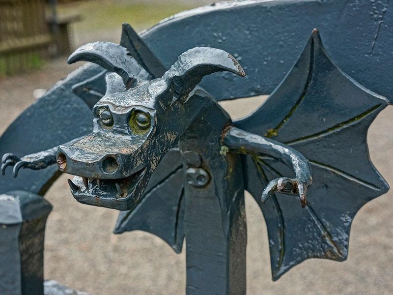 Дракончик – элемент кованой ограды.