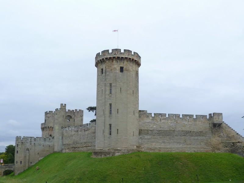 Уорикский замок – средневековый замок, расположенный в городе Уорик, на берегу реки Эйвон. Сегодня замок является собственностью концерна «Тюссо», происходящего от знаменитого музея Мадам Тюссо.