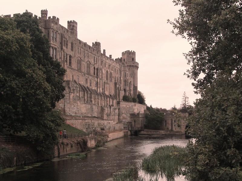 Замок со стороны реки.